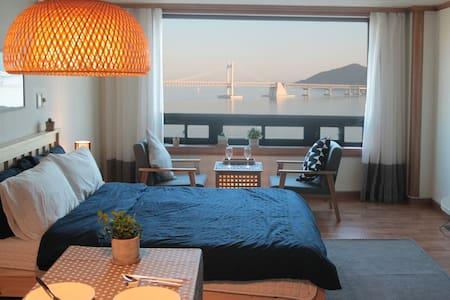 #04 광안리오션뷰,해변바로앞/Gwangalli Ocean *JINI HOUSE - Suyeong-gu - Apartment