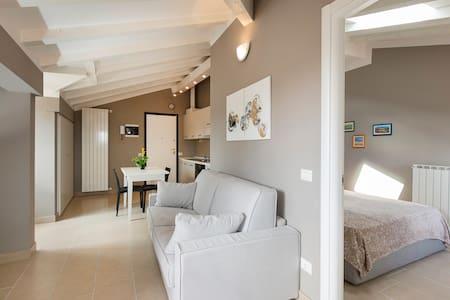 Arona Centro Storico Appartamento PAOLA - Arona - Appartement