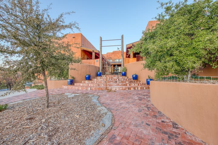 Gorgeous mountain home w/ a large deck & spectacular views!