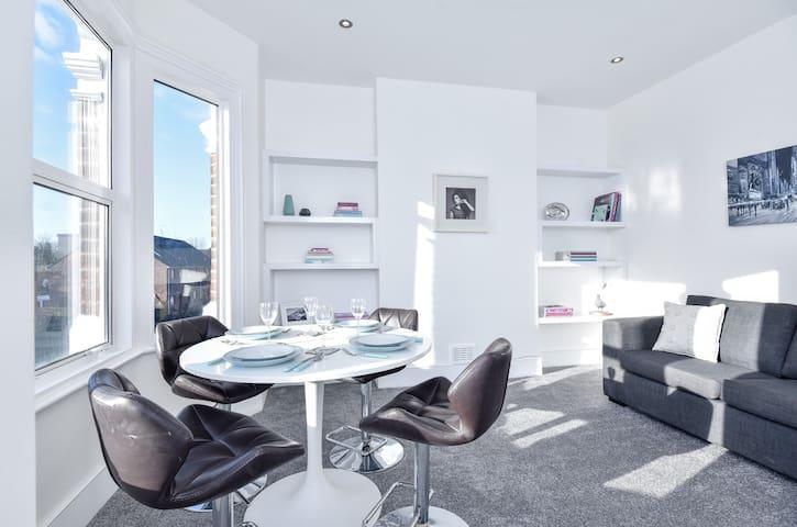 Freshly renovated 1 bedroom apartment West London