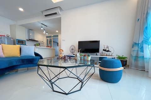 Comfy Family Suite 3 Bedrooms @ Menjalara