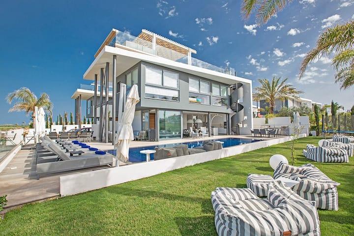Villa Chana,Luxury 3BDR Villa with Pool and HotTub