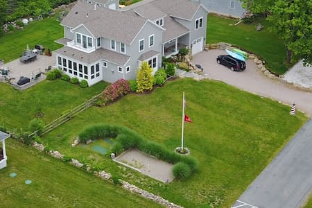 3 bdrm  private in-law suite  w separate entrance