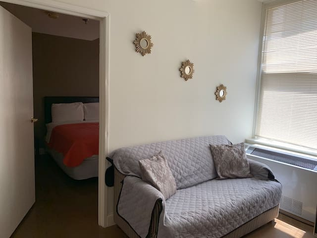 Pet Friendly Simple Apt - Central Location!