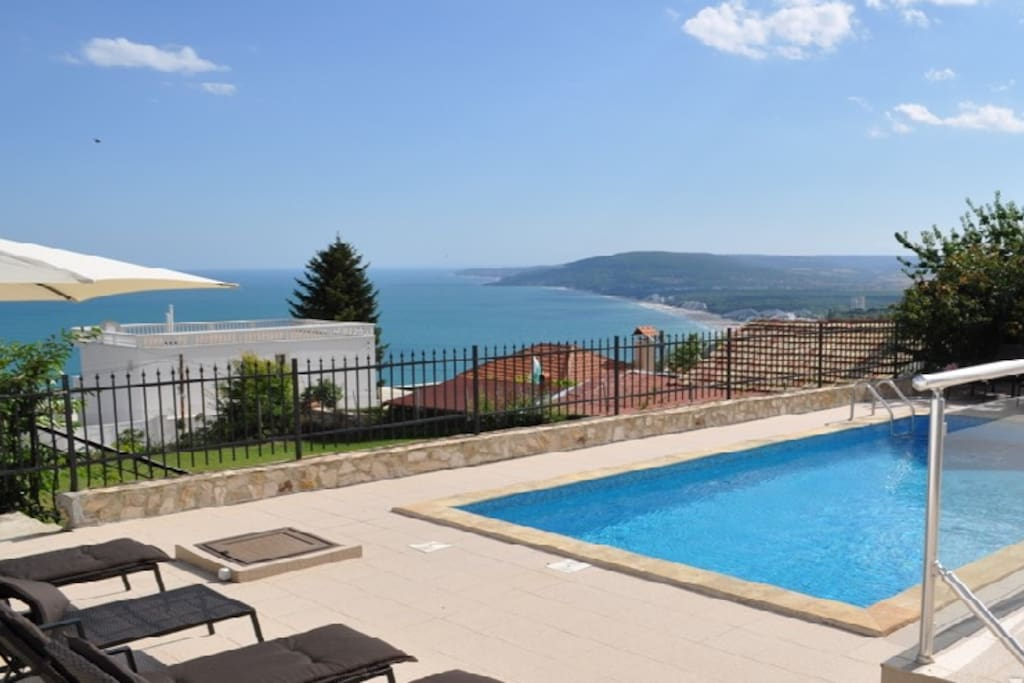 Your magnificent private pool, overlooking the bay of Albena.