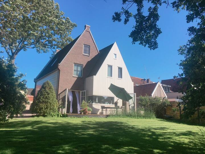 Great and spacious family villa close to Amsterdam