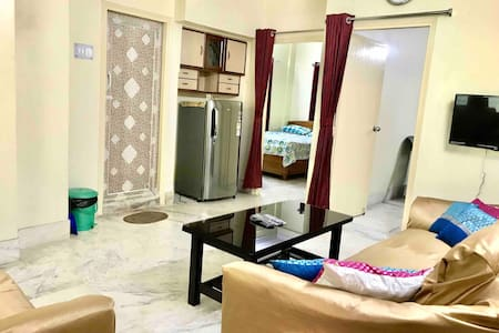 Peaceful Family apt in prime South Kolkata area