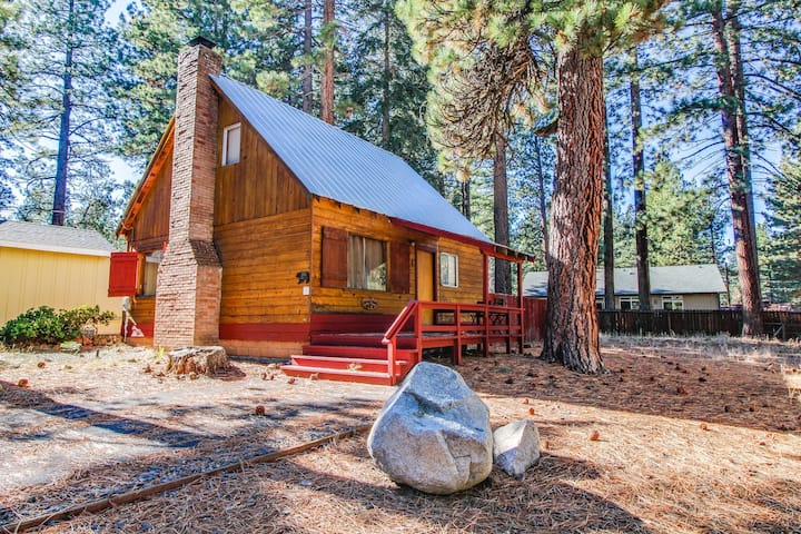 Dog-friendly Lake Tahoe cabin w/ fenced-in yard, fireplace, & gas grill!