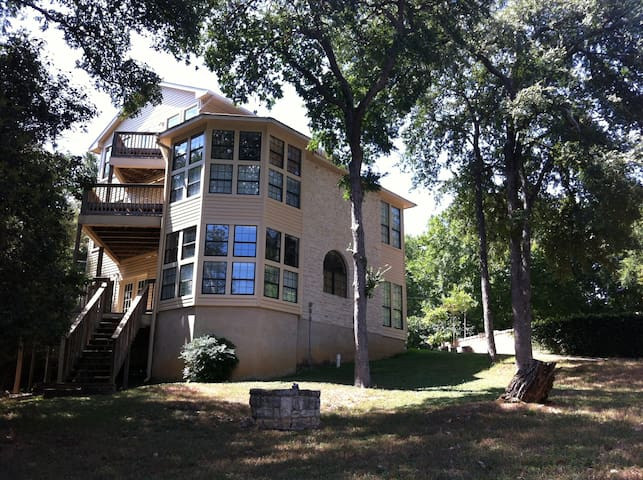 Central Austin 3-story Mansion - Treehouse feel - Austin - Hus
