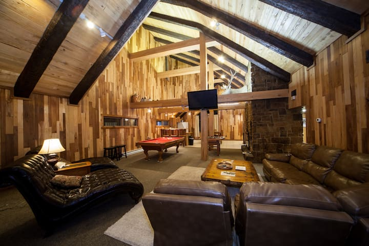 Timber Wolf Suite