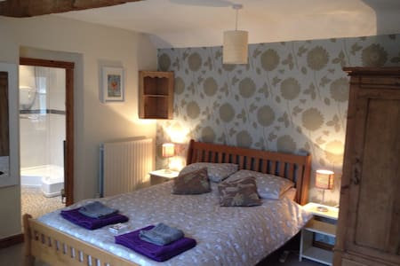 Double en-suite room, ground floor - Long Clawson - Casa