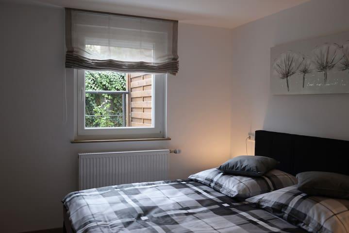 Neu renovierte 2,5 Zimmer EG Wohnung zentral - Oedheim - บ้าน