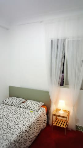 Double bedroom right in the center of Valencia.