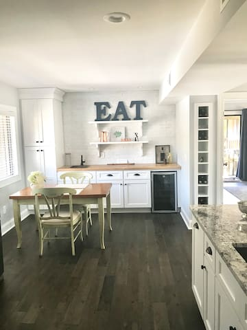 Newly Renovated 2BR1BA Condo, 3rd on 5, 4 Twin XLs