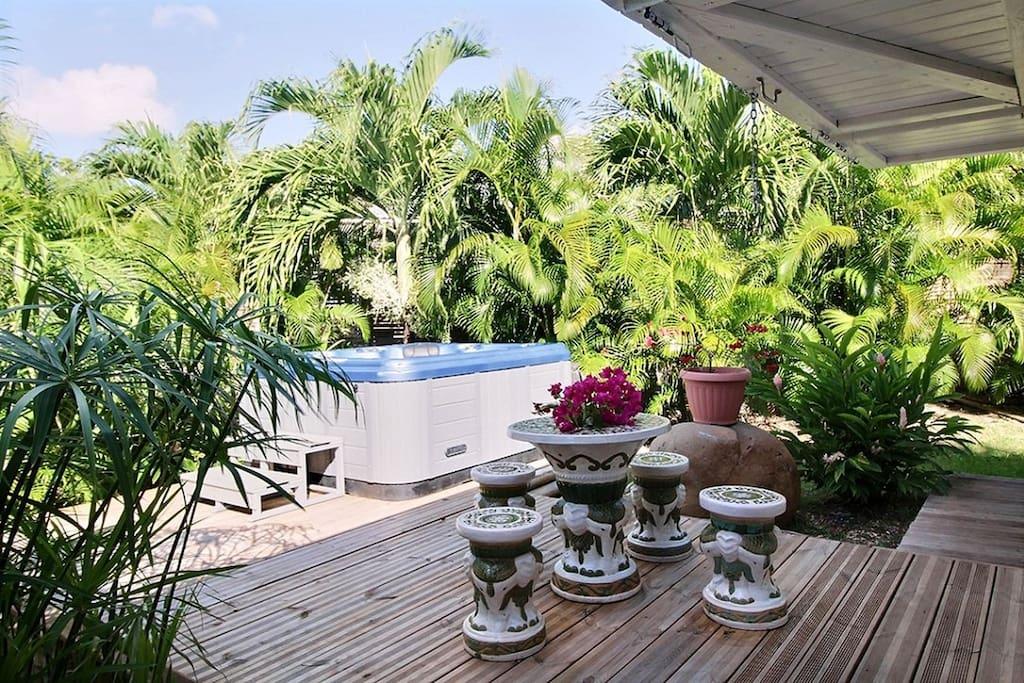 Superbe bungalow avec jacuzzi privatif dans la campagne de Saint François en Guadeloupe