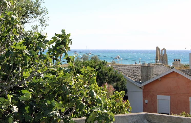 Comfortable house only 30 meters from beach - Marseille - House