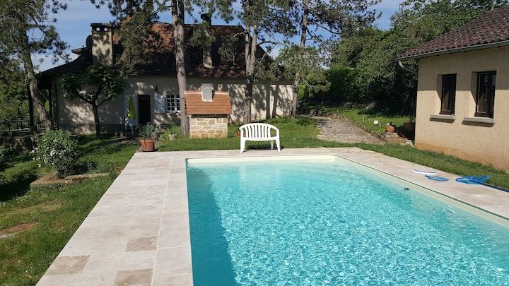 Grande maison quercynoise avec piscine