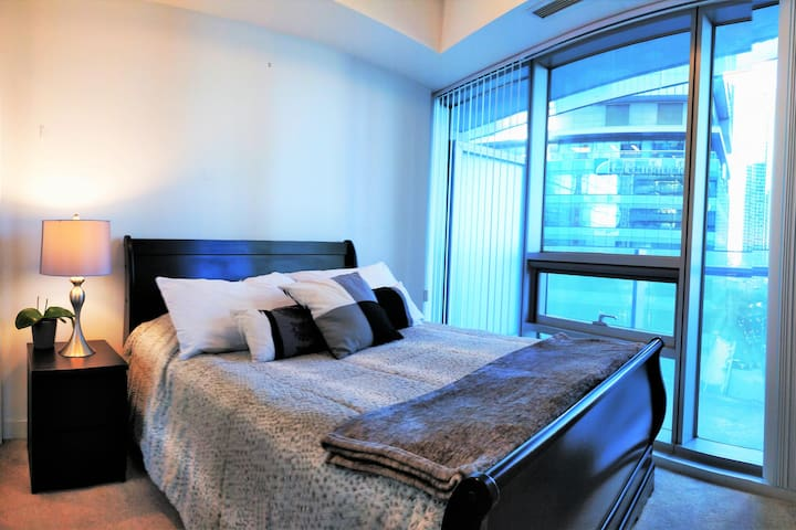 ★ Stunning (Shared) Condo! PRIME LOCATION! ★