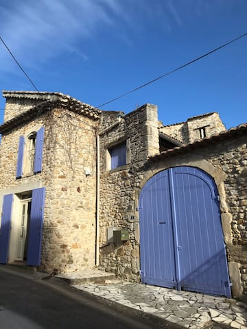 Flat in an old stone house (Mas)