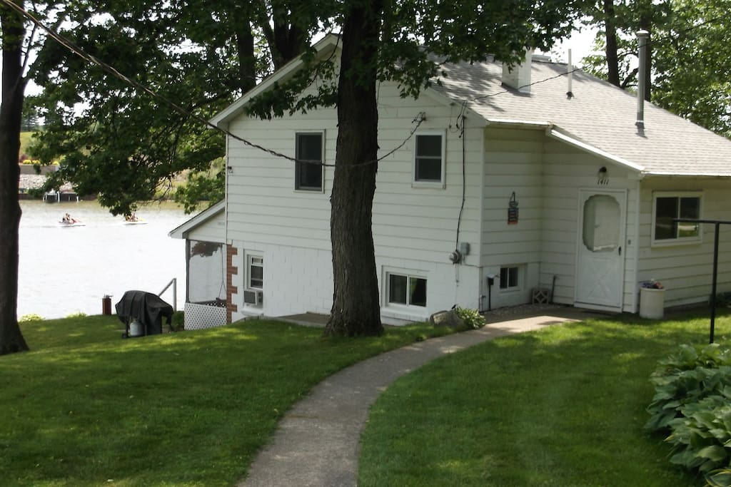 Old oaks lakehouse on wixom lake houses for rent in for How much does a lake house cost