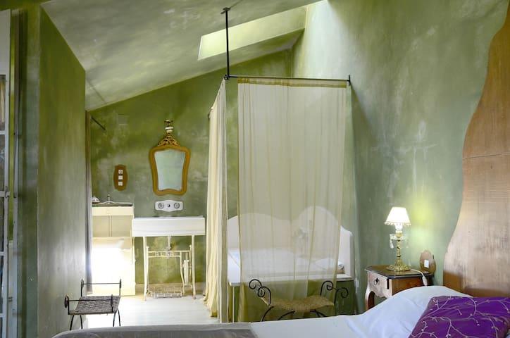 Alma de Romero    Francia - Ahedo - อพาร์ทเมนท์