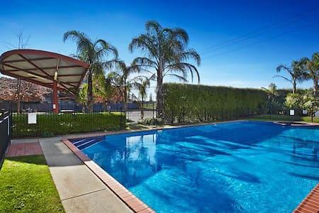 Private Room, Pool, Gym&Sauna - Fairfield -1 guest - 桑伯里(Thornbury) - 公寓