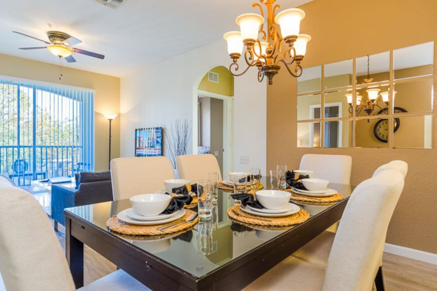 Formal dining (6 ) for your family meals.