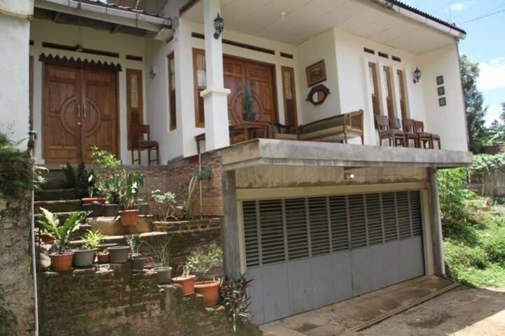 Villa in Bandung for freshening mind and soul - Cimenyan - 一軒家