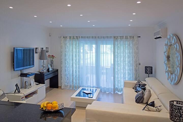Luxurious & Modern 2 Bed 2 Bath Exclusive Resort