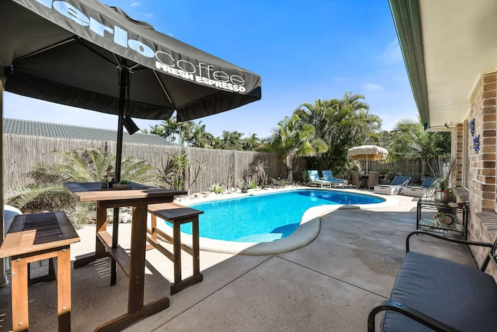 Spacious Home Private Pool 5mins to Mooloolaba