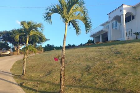 The White House  - Mar Chiquita, Manatí PR