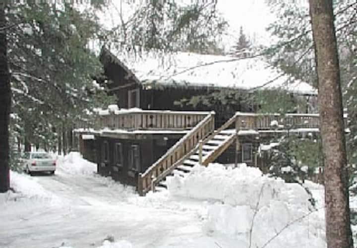 Mountain cabin near Lake Raponda and Mount Snow
