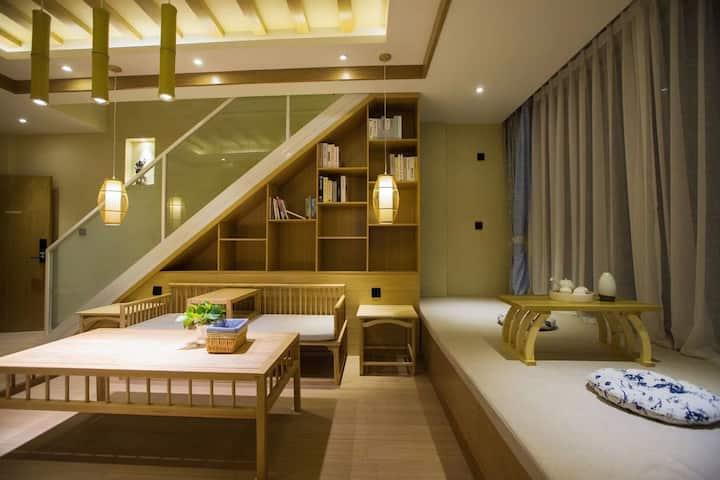 【丽江•束河A】复式家庭房   带地暖 双卫生间  慕斯床垫  智能马桶  70平空间