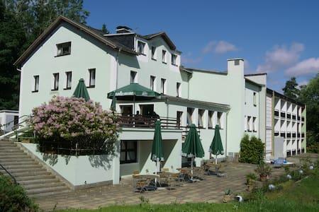 Doppelzimmer im Ferienhotel Carolaruh Bad Elster - Oda + Kahvaltı