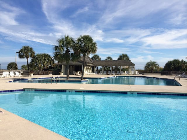 Luxury Oceanfront Condo-FULL SOLAR ECLIPSE VIEWING - 帕利斯島(Pawleys Island) - 公寓