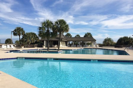 Luxury Oceanfront Condo-FULL SOLAR ECLIPSE VIEWING - Pawleys Island - Byt