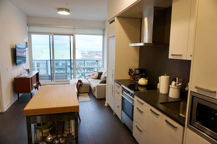 Modern, 1 Bedroom Condo in Canary District
