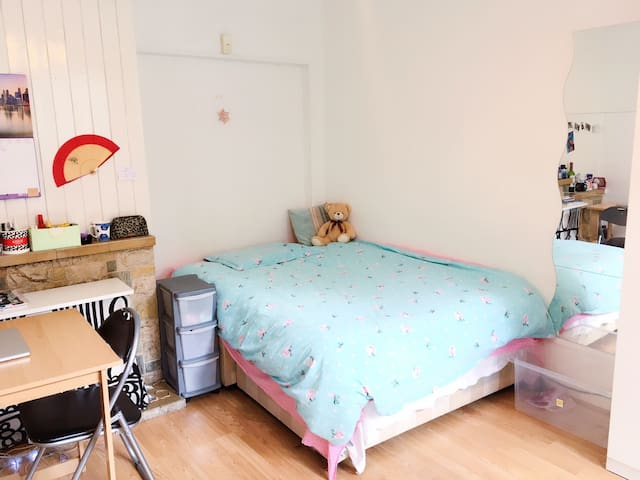 large double room - London Canary Wharf-August