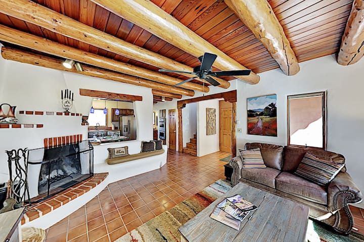 Charming Southwestern Townhome | Patio & Balconies
