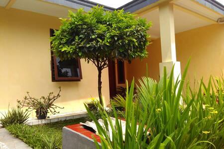 Comfort House, Great Neighbourhood - Margaasih - House
