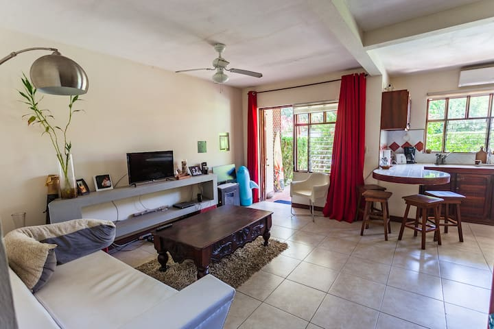 Spacious Room In Central Jaco - Jaco - Condominium