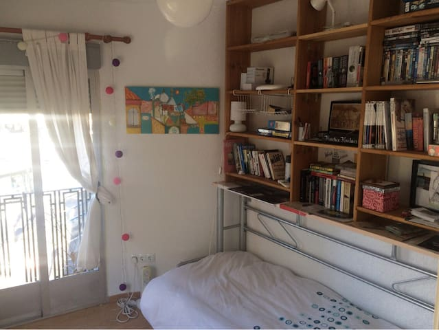 Single room in bright cosy apartment