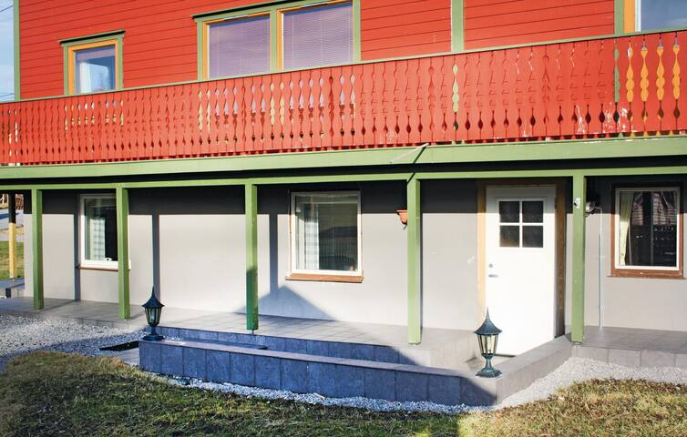 Holiday apartment with 2 bedrooms on 57 m² in Vestnes