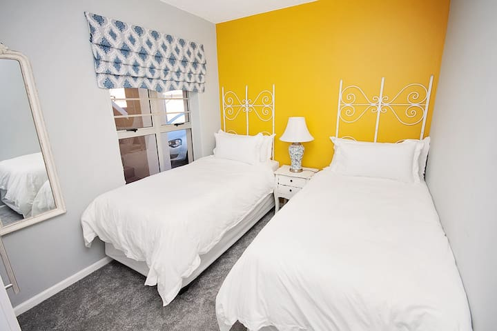 Deluxe Single beds in 3rd bedroom