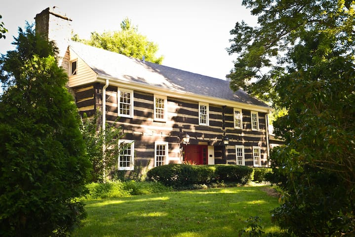 Historic Log Cabin and Guest House - Louisville - Huis
