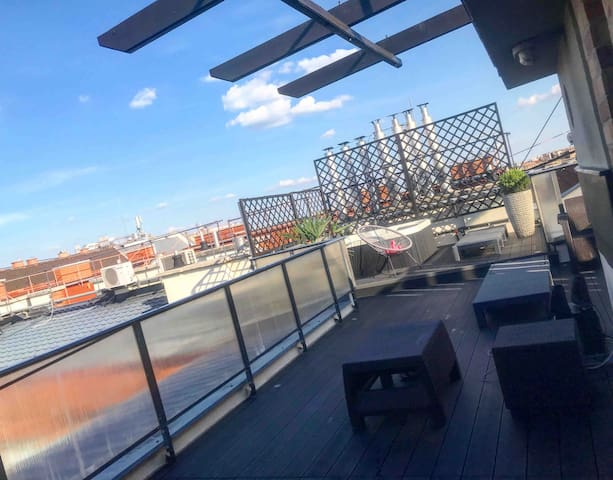 Triplex, Rooftop with Parlament view & Jacuzzi