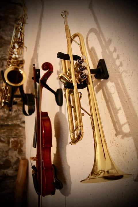 Ευγενής διαβίωση, στους ηχητικούς τοίχους - στο Spittal