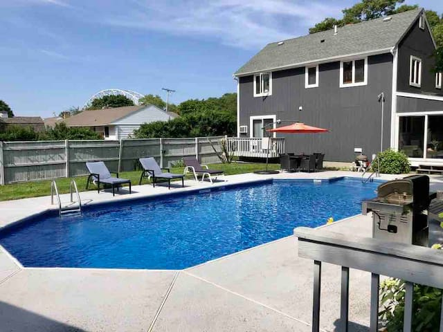 Cozy Sagamore Home with a huge pool by the Canal!