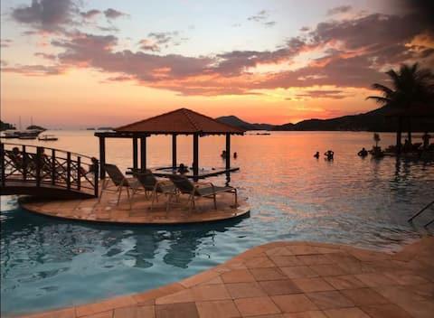 lindo apartamento vista mar em estrutura Resort - anexo ao Hotel Mercure Angra dos Reis.