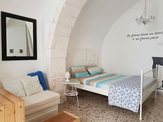 Cozy and charming studio steps to Ostuni old town - Ostuni - Flat